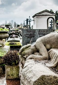 15 Drop-Dead Gorgeous Cemeteries From Around The World