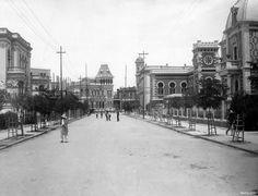 La calle de Londres a inicios del siglo XX; la casa de la derecha hoy es el Museo de Cera Cd Méx en el Tiempo (@cdmexeneltiempo) | Twitter