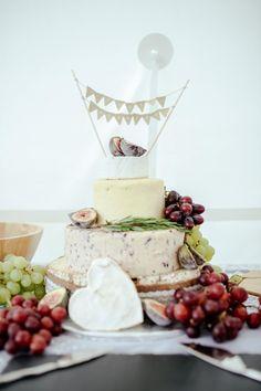Wedding Checklist All Things Cake on Martha Stewart Weddings Alternative Wedding Cakes, Wedding Cake Alternatives, Wedding Reception Food, Wedding Desserts, Cake Wedding, Wedding Ceremony, Wedding Menu, Wedding Bells, Garden Wedding