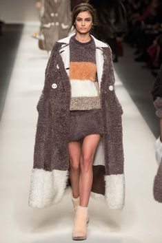 Fendi - Fall 2015 Ready-to-Wear - Look 45 of 52?url=http://www.style.com/slideshows/fashion-shows/fall-2015-ready-to-wear/fendi/collection/45