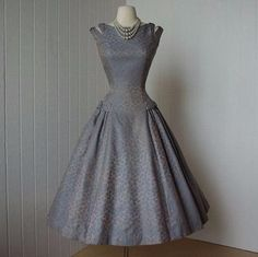 beautiful NATLYNN new york originals blue damask full skirt double strap princess pin-up dress, love the details on this. Ladies Day Dresses, Pin Up Dresses, Fashion Dresses, Pretty Outfits, Pretty Dresses, Beautiful Outfits, Gorgeous Dress, Retro Mode, Vintage Mode