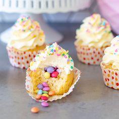No bake stroopwafel cheesecake - Laura's Bakery Pinata Cupcakes, Kid Cupcakes, Easter Cupcakes, Baking Cupcakes, Cupcake Cakes, Kid Desserts, Sweet Desserts, Sweet Recipes, Cake Recipes