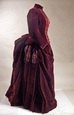 1880-1890 Dress    © Manchester City Galleries