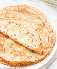 A basic recipe for French crepes. Don't you know how to make simple crepes? This easy recipe is a must know to make the best homemade crepes. You can eat them for breakfast or dessert and choose between a sweet or savory filling. Best Crepe Recipe, Simple Crepe Recipe, Basic Recipe, Crapes Recipe, Pannekoeken Recipe, Homemade Crepes, Recipe For Crepes, Crepe Recipe With Pancake Mix, Health Desserts