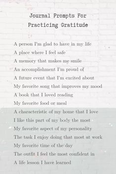 31 self discovery journal prompts to help you with personal growth and finding your life passion. How to find your purpose in life through a self discovery journaling challenge. Gratitude Quotes Thankful, Gratitude Challenge, Attitude Of Gratitude, Gratitude In The Bible, Deep Relationship Quotes, Gratitude Journal Prompts, Practice Gratitude, Inspirational Artwork, Mantra
