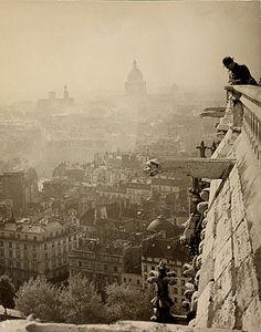 l'architecture et les ruines - Notre Dame de Paris, c1935 © Roman Vishniac
