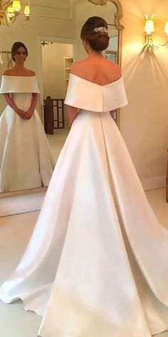 White wedding dress. All brides dream about finding the perfect wedding, but for this they need the best wedding outfit, with the bridesmaid's outfits complimenting the wedding brides dress. Here are a few suggestions on wedding dresses.