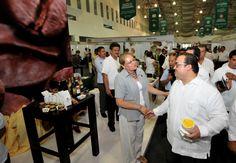 En las instalaciones del World Trade Center, el gobernador Javier Duarte de Ochoa recorrió los 187 stands de la Semana del Emprendedor 2013, saludó a casa uno de los empresarios y reconoció la calidad de sus productos y servicios.
