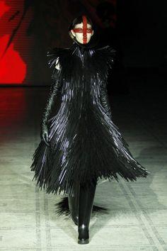 Gareth Pugh / The 15 Best Looks From London Fashion Week / www.flare.com/fashion/the-15-best-looks-from-london-fashion-week/