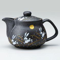 "Feature: - 360 ml Capacity - Made in Japan, in Ishikawa - Famous Japanese traditional Pottery KUTANI since 1655 Japan KUTANI A stone monument bearing the inscription ""Ko-Kutani kiln ruins"" stands . Click VISIT link above to see Pottery Teapots, Ceramic Teapots, Porcelain Ceramics, Ceramic Pottery, Ceramic Art, Porcelain Tile, Pottery Barn, Tea Strainer, Tea Infuser"