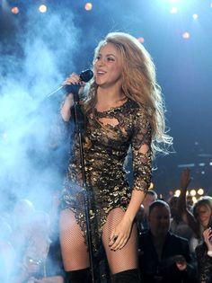 Pin for Later: Shakira a sauté sur son chéri dans les coulisses des Billboard…