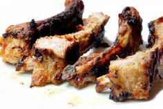Costillas de cerdo Ibérico con salsa barbacoaIngredientes: 1500gr de costillas de cerdo Salsa Barbacoa: 200gr de cebolla 2 dientes de ajo 100gr de caldo de carne o agua 1 cucharadita de salsa Worcestershire (Perrins) 1 cucharada de zumo de limón 1 cucharadita de mostaza en polvo (puse salsa de mostaza) 1 cucharadita de salvia fresca ½ cucharadita de sal ½ cucharadita de pimienta negra ½ cucharadita de salsa tabasco 100gr de salsa de tomate o de salsa Ketchup