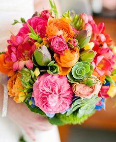 Buquê colorido para um casamento no verão <3 #bouquet #buque #flores…