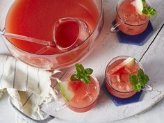 alcohol punch recipes If its not steamy and hot with a slight chance of showers, its not Fourth of July down South. Whether youre flying your flag lakeside, beachside, or next to Alcoholic Punch Recipes, Easy Punch Recipes, Alcohol Recipes, Drink Recipes, Alcoholic Drinks, Fun Cocktails, Cocktail Recipes, Summer Drinks, 4th Of July Cocktails