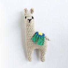 60 new ideas for crochet patterns animals stuffed toys Crochet Brooch, Crochet Art, Love Crochet, Crochet Gifts, Crochet Motif, Crochet Toys, Crochet Animal Patterns, Crochet Animals, Amigurumi Patterns