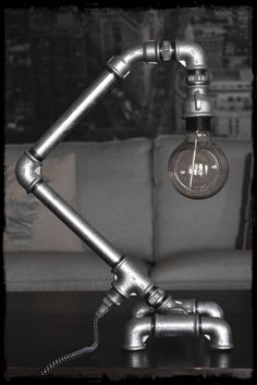 Angled industrial pipe desk lamp made of galvanized fittings and pipes with a e27 vintage lamp. #pipedesign #industrial #industrialdesign #industriallamp #pipelamp #plumbingideas
