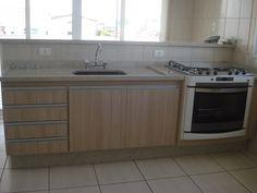 Pia e Bancada de Cozinha em Granito Branco Siena com acabamento simples e torneira Perflex