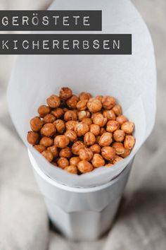 chickpeas - healthy crispy snack - kitchen chaotin - roasted chickpeas – www.kuechenchaoti … -Roasted chickpeas - healthy crispy snack - kitchen chaotin - roasted chickpeas – www. Roasted Chickpeas Healthy, Healthy Crunchy Snacks, Cocina Light, Snack Recipes, Healthy Recipes, Snacks Für Party, Food Inspiration, Food Porn, Good Food