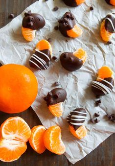 Easy Peasy Chocolate-Covered Clementines Squeezy - How to make chocolate covered strawberry - Mini Chocolate Chips, How To Make Chocolate, Chocolate Dipped, Homemade Chocolate, Melting Chocolate, Chocolate Recipes, Hot Chocolate, Valentine Chocolate, Chocolate Truffles