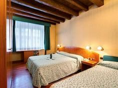 Rome Hotels, Best Hotels, Central Station, Cheap Hotels, Rome Italy, Hotel Deals, Front Desk, Europe, Whirlpool Bathtub