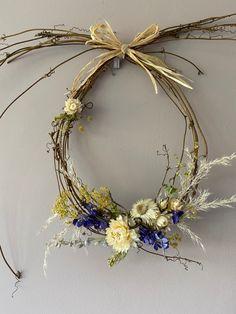 Dried Flower Arrangements, Dried Flowers, Summer Wreath, Spring Wreaths, Wall Hanger, Holiday Wreaths, Spring Crafts, Flower Wall, Grapevine Wreath