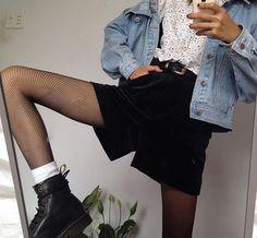 Meia arrastão, Jaqueta Jeans e Bota Mais