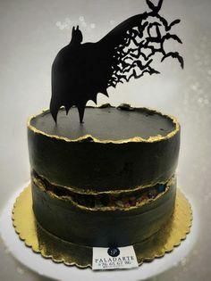 Batman Fault Line - Kuchen von Paladarte El Salvador - Pretty cakes - Batman Birthday Cakes, Batman Cakes, Batman Cake Topper, Cake Birthday, Pretty Cakes, Beautiful Cakes, Amazing Cakes, Unique Cakes, Creative Cakes