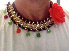collar de resina y howlita
