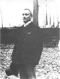 Le 22 mai 1910 Renard meurt au 44 rue du Rocher Ю Paris, des suites d'une artИriosclИrose. Il sera enterrИ civilement le 24 mai 1910 Ю Chitry-les-Mines.