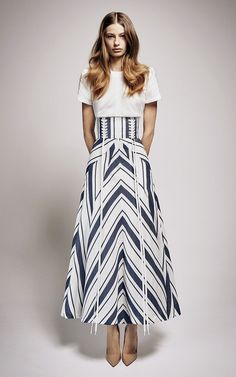 Alex Perry Ashton Midi Skirt find it and other fashion trends. Online shopping for Alex Perry clothing. Fashion 2017, High Fashion, Fashion Show, Fashion Outfits, Fashion Design, Alex Perry, Belle Silhouette, Spring Summer Fashion, Dress To Impress