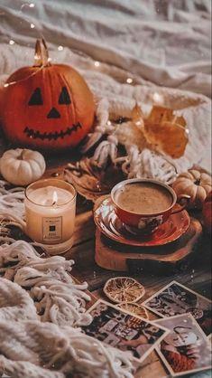 Autumn / Halloween Aesthetic Background | Fall Wallpaper