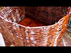 como fazer cesto de furo com fita pet - YouTube