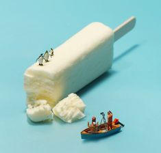 Whimsical Miniature Worlds Created Every Day for a 365-Day Calendar - My Modern Met