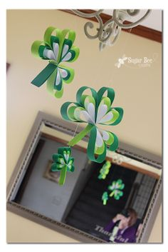 Paper Strip Shamrocks - Sugar Bee Crafts (also links back to Paper Strip Hearts)