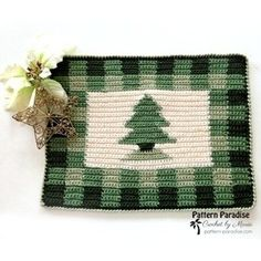 25 Crochet Christmas Patterns to Try - A More Crafty Life Christmas Tree Pattern, Christmas Crochet Patterns, Crochet Christmas, Christmas Decor, Large Christmas Stockings, Mini Stockings, Yarn Sizes, Cute Snowman, Tree Patterns