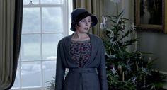 post-war Edith is so adorbs