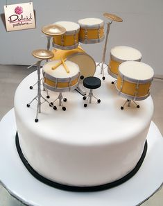 Drum cake by Dolci Pasteleria. Music Themed Cakes, Music Cakes, Cake Icing, Fondant Cakes, Cupcake Cakes, Drum Birthday Cakes, Beautiful Cakes, Amazing Cakes, Bolo Musical