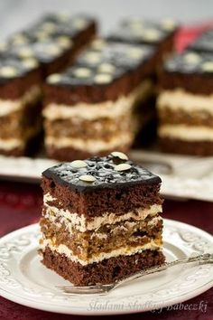 Fluffy cream and sponge cake boss between moist walnut cake. You have to try and convince themselves. And I sincerely recommend them! Polish Desserts, Polish Recipes, Baking Recipes, Cake Recipes, Dessert Recipes, Pastry Cook, Kolaci I Torte, Cooking Bread, Layered Desserts