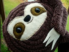 Seriously, I need this baby sloth plush! Baby Sloth, Cute Sloth, Cute Crafts, Crafts To Do, Sock Animals, Plush Animals, Stuffed Animals, Sewing Toys, Crafty Craft