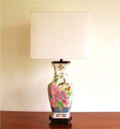 Deze Aziatische lamp geeft een strak interieur een klassieke twist.