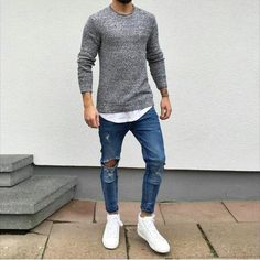 Ripped Jeans are all about mixing casual style with some formal wear and creating a very classy look. Ripped jeans are not just trendy but help soften your look Mode Outfits, Casual Outfits, Men Casual, Fashion Outfits, Fashion Trends, Men's Fashion, Fashion Guide, Fashion Sale, Fashion Clothes