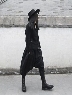 WELL DRESSED FOR THE APOCALYPSE Androgynous Fashion, Androgyny, Japanese Fashion, Asian Fashion, Minimal Fashion, Dark Fashion, Gothic Fashion, Street Goth, Street Style