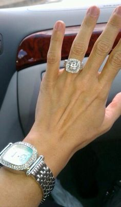 How many carats is is that thing!?