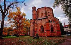 Neuer Herbst und alter Turm. ... Beides kann man sich zur Zeit im Mettlacher Abteipark anschauen. Aber Beeilung, lang hängen die bunten Blätter nicht mehr. :-)