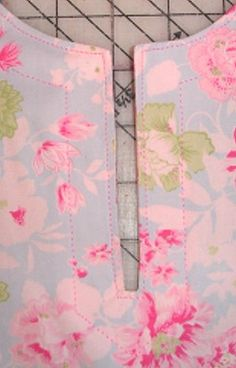 Sewing For Beginners Sewing Basics Love Sewing Baby Sewing Sewing Alterations Sewing School Sewing Lessons Sewing Tutorials Sewing Hacks Sewing Basics, Sewing For Beginners, Sewing Hacks, Sewing Tutorials, Sewing Projects, Techniques Couture, Sewing Techniques, Love Sewing, Baby Sewing