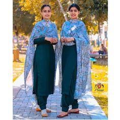 Punjabi Suits Party Wear, Party Wear Indian Dresses, Indian Fashion Dresses, Indian Designer Outfits, Indian Outfits, Punjabi Suit Simple, Simple Indian Suits, Punjabi Suits Designer Boutique, Boutique Suits
