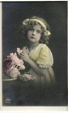vintage meisje met strik