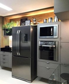 If you like minimal furniture, you will not be disappointed with the trip: as with the other furniture of the brand, it is the word simplicity. Kitchen Dinning, Ikea Kitchen, Kitchen Furniture, Kitchen Decor, Kitchen Colors, Kitchen Layout, Kitchen Design, Diy Kitchen Storage, Kitchen Pictures