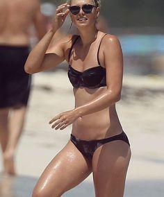 Maria Sharapova shows off her pert derriere and washboard abs in revealing bikini for a splash in the Mexican sea Bikini Images, Bikini Pictures, Beach Pictures, Bikini Beach, Bikini Girls, Sexy Bikini, Sharapova Bikini, Blond, Bikini 2014
