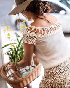 #WomansDay @castellarpat  Lovely Athenas T-Shirt + Velvet Long Skirt - On Demand  // Look Especial #DiadaMulher Camiseta Athenas Off White + Saia Longa Velvet - Apenas sob encomenda no 3057-2412 ✨ #vanessamontorostyle #newin #authentic #crochet #vanessamontorocrochet #vanessamontoro